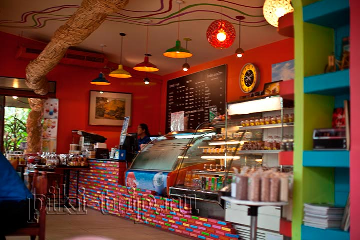 завтрак в Паттайе в сурия кафе
