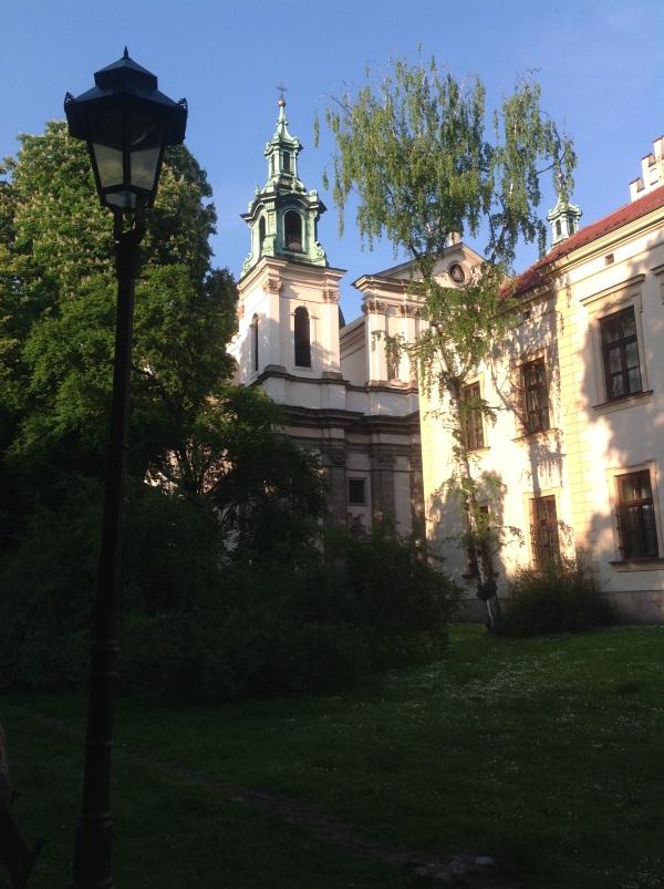 Краков достопримечательности: Костел св.Анны — на заднем фоне (фото)
