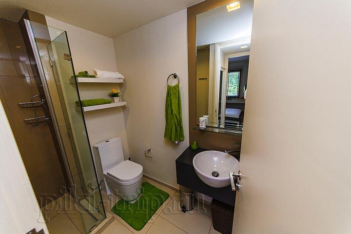 ванная комната в 1 бедрум в Юникс и в 2 бедрум одинаковые