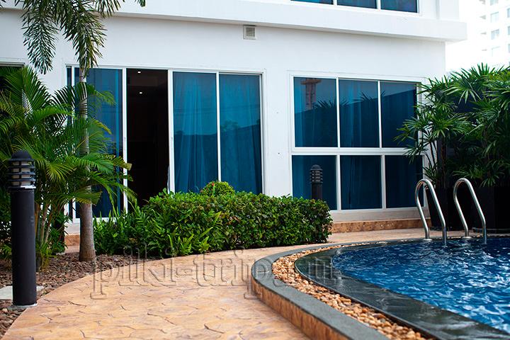 там где открыта дверь - это квартира с выходом к бассейну нам талай фото