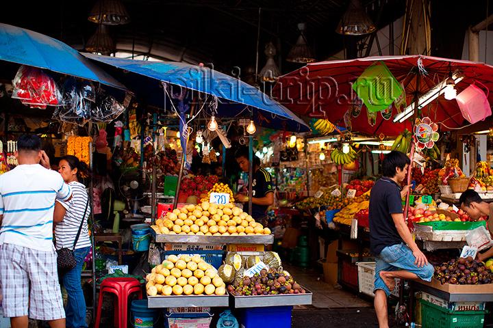 тайский рынок фото. Мангустины зимой по 100 бат, видно на фото