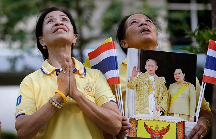 все население Таиланда обожает своего Короля
