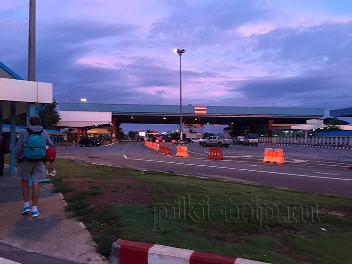 рассвет, ползем к границе Таиланда с Лаосом