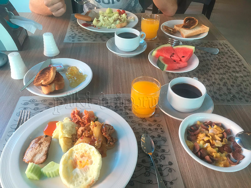 завтрак в отеле Трио