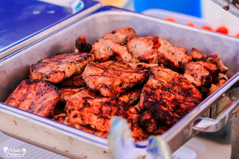шашлыки, рыба барбекю, крылышки и многое другое