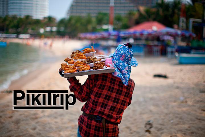 На-фото-Пляж-Паттайи-продавец-еды
