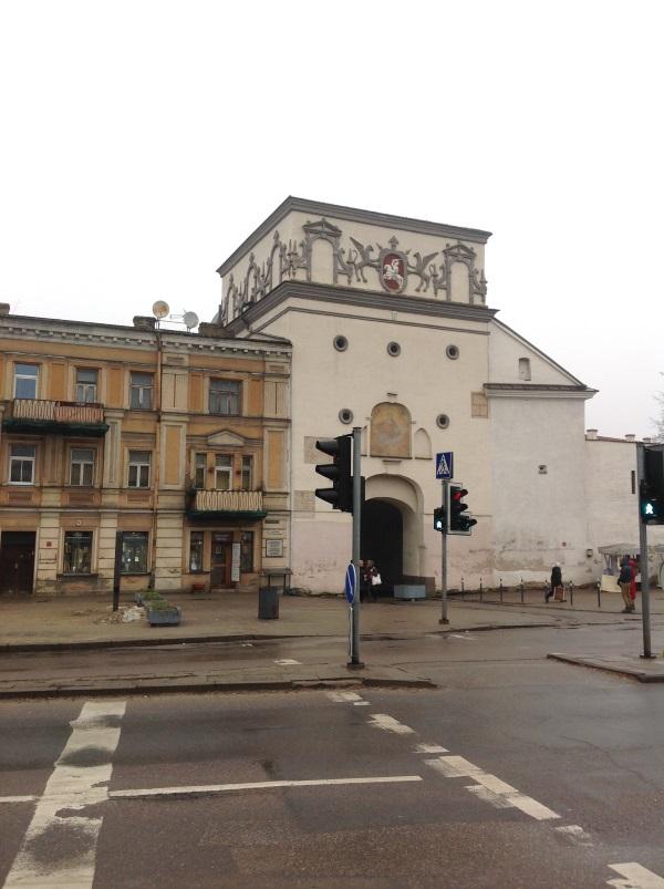Достопримечательности Вильнюс: Острая брама — Внешняя сторона (Фото)