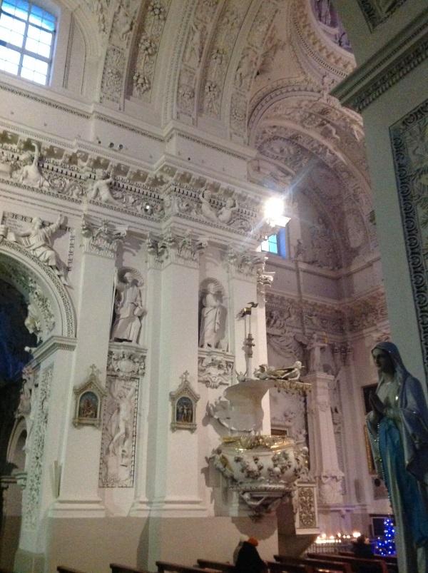 Достопримечательности Вильнюс: Костел Святых Петра и Павла внутри (Фото)