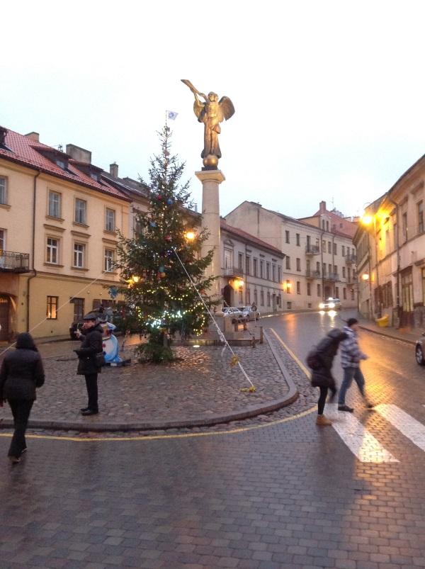 Достопримечательности Вильнюс: Символ Ужуписа трубящий ангел (Фото)