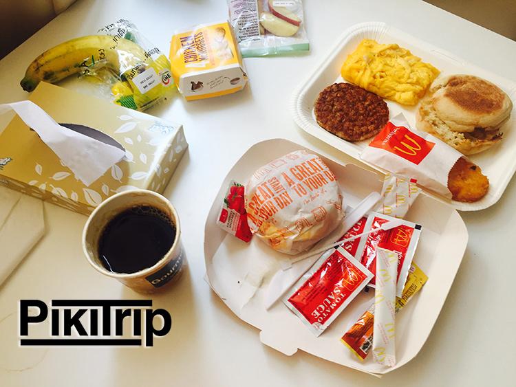 наш первый завтрак мы заказале в макдоналдс с доставкой