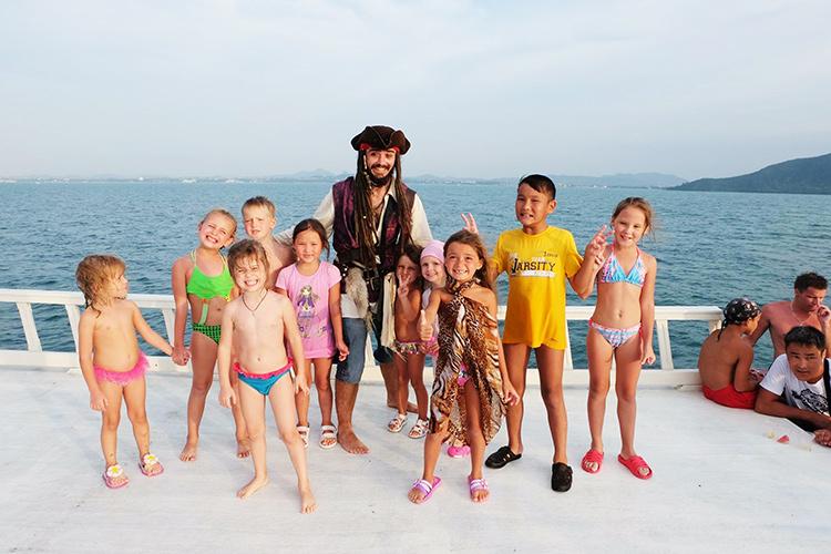 Джек Воробей с детьми