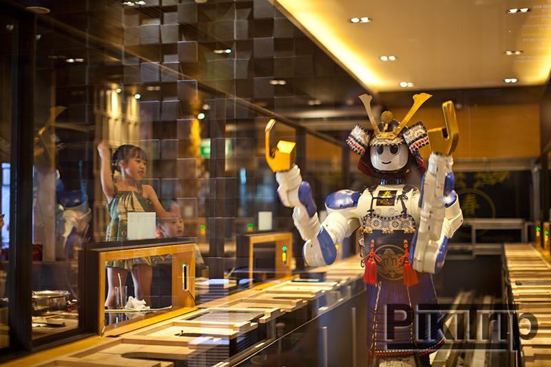 Ресторан с роботом в Бангкоке