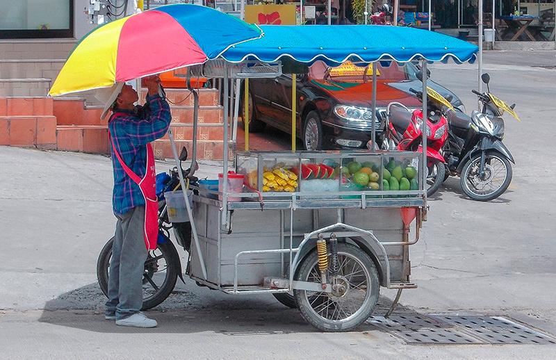 Таиланд - тележка с фруктами