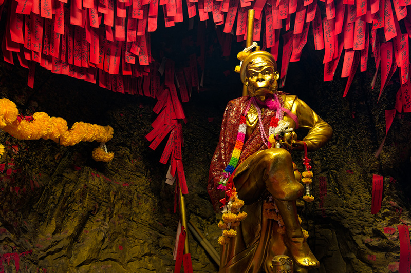 красные ленты в пещере тысячи желаний