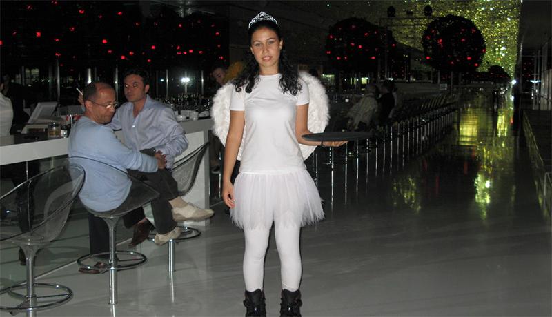 ангел официант в отеле Адам и Ева