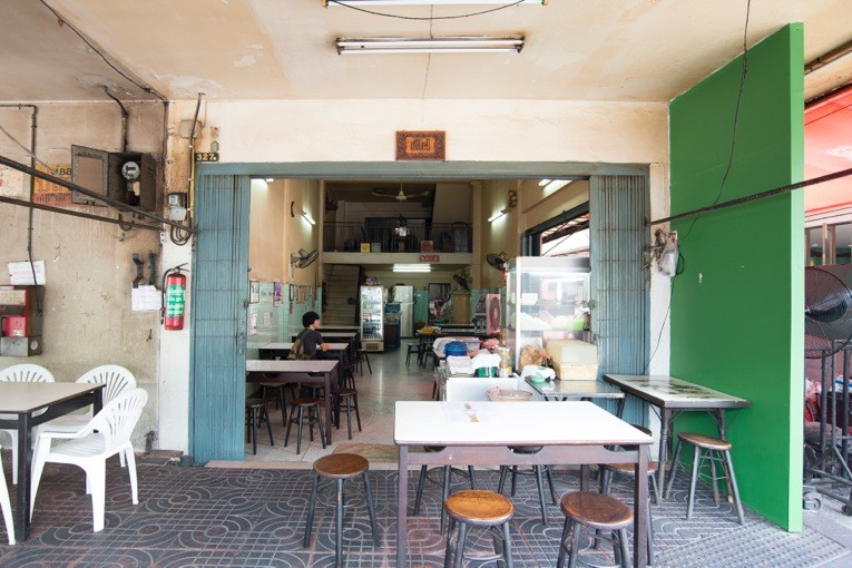 уличное кафе со звездой мишлена в Бангкоке
