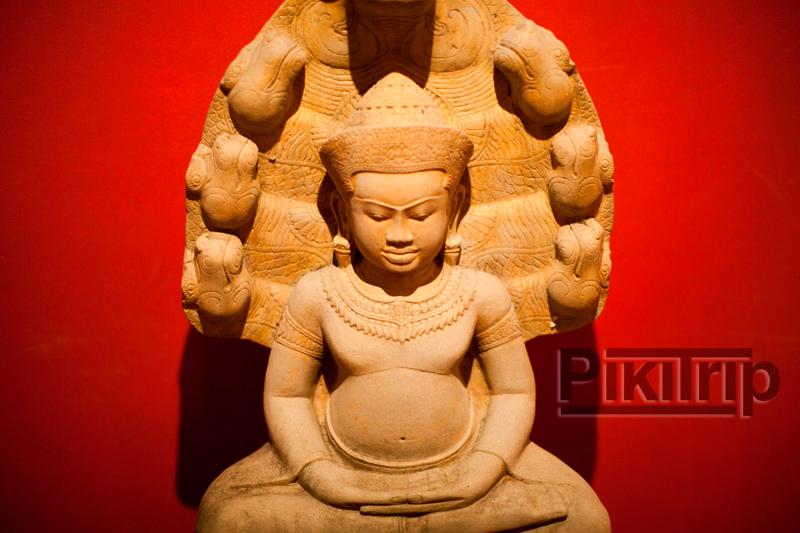 Обратите внимание как изменились статуи Будды после Кхмерского периода