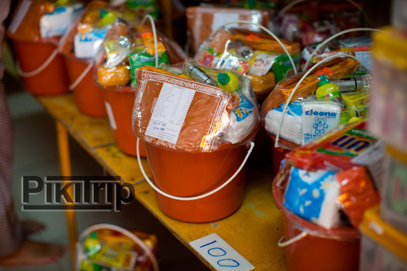 традиционные подношения тайским монахам