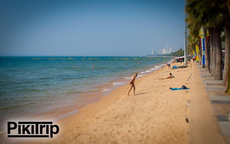 пляж джомтьен в конце