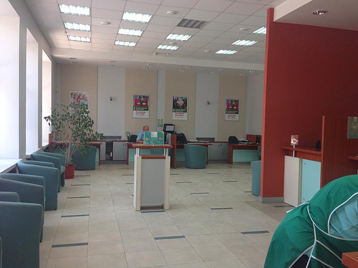 в новых отделениях РНКБ пока пусто, банкоматы на Матвеева еще не работают
