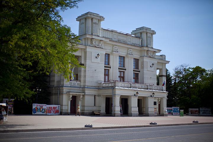 гортеатр Евпатория фото