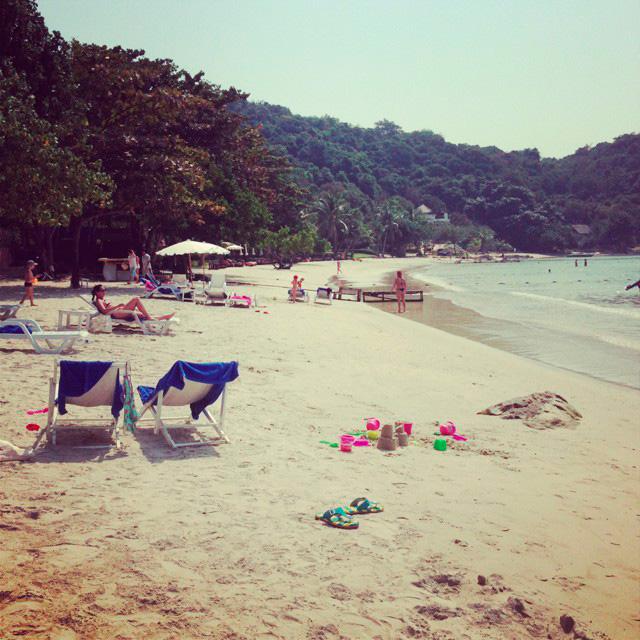 на пляже народу мало