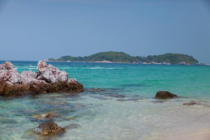 Море в Тайланде в октябре - такое же красивое и теплое, как всегда