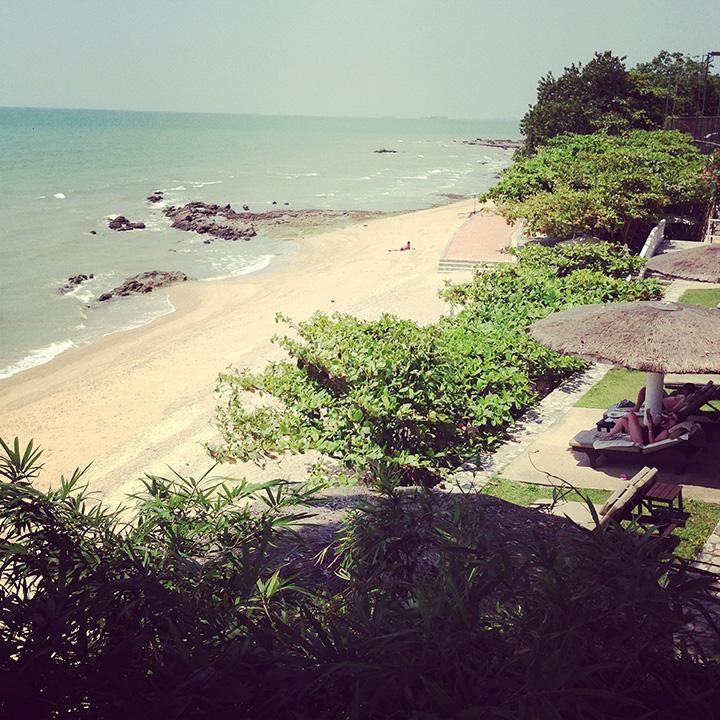 второй пляж отеля Dusit Thani