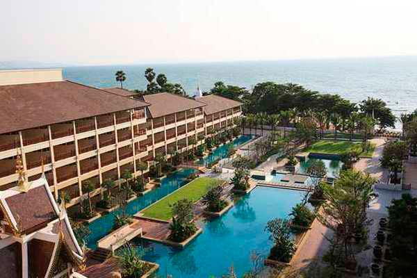 отель Herritage очень красивый и свежий со своим пляжем в Паттайе
