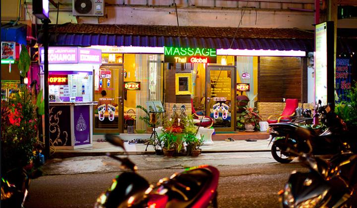 Где сделать массаж - везде! В каждом доме по 5 массажный салонов!