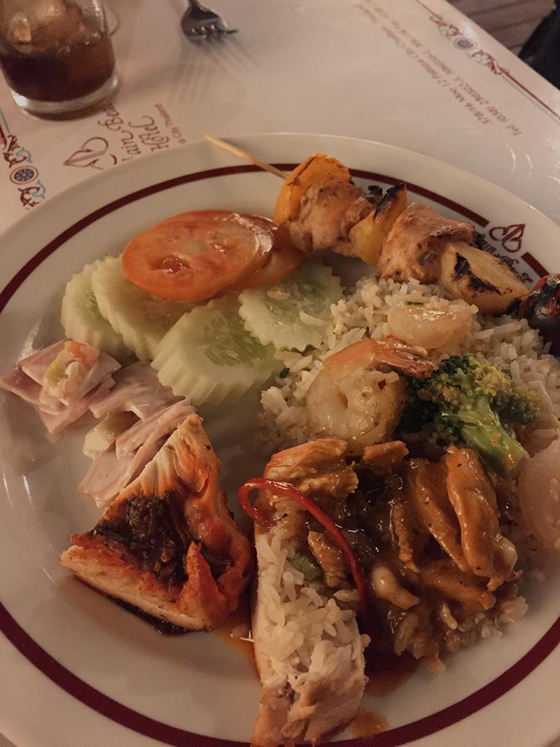 мой выбор - овощи. курица, карри и шашлычки)