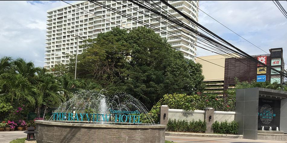 слева от отеля Байвью массажный салон