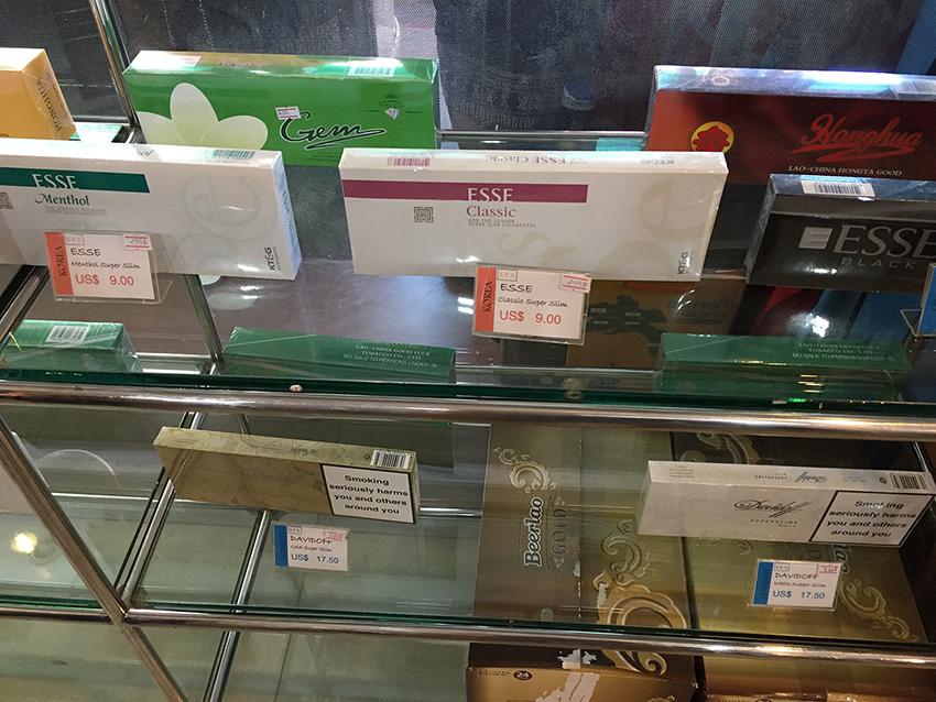 сигареты в Лаосе дешевые. По вкусу- такие же
