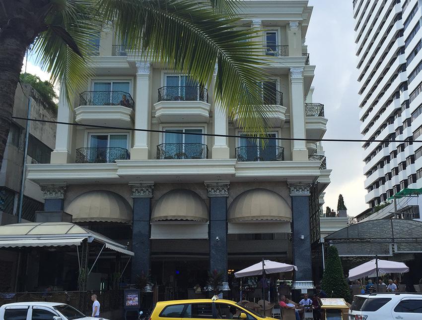 Вид на LK Empress hotel  с улицы