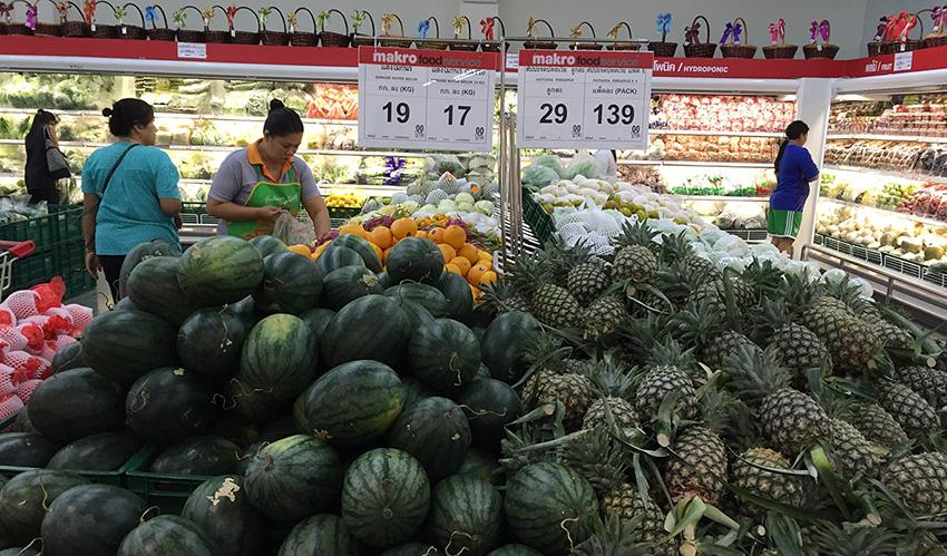 ананасы арбузы и дыни в Макро Паттайя