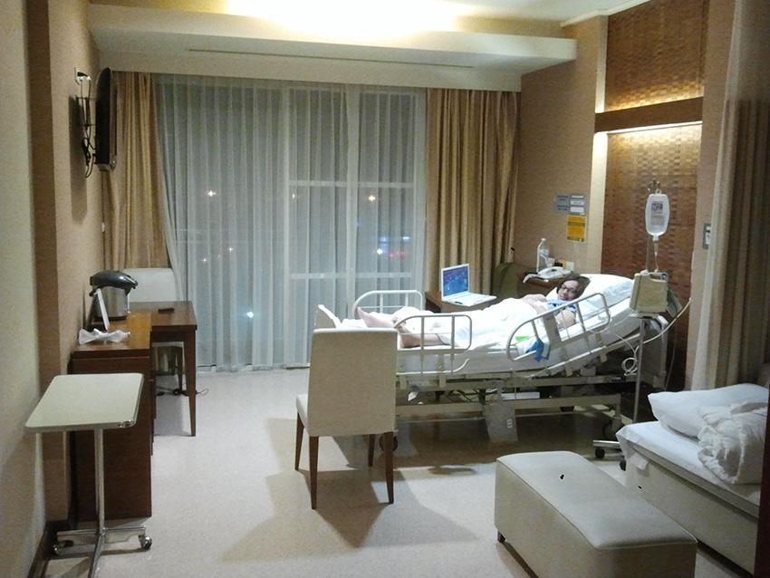 палата в Бангкок Паттайя госпиталь - скорее гостиничный номер