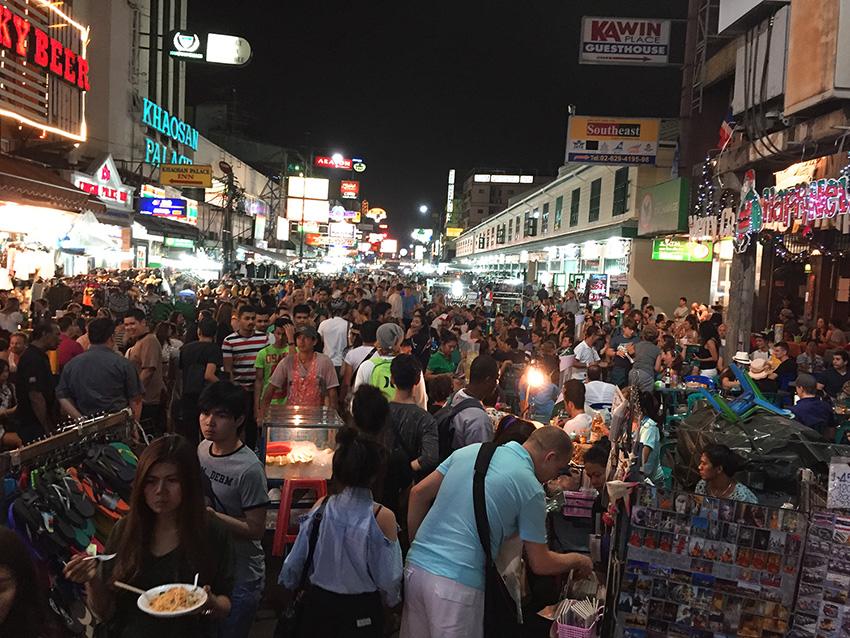 Улица Каосан Роуд в Бангкоке как добраться отели фото