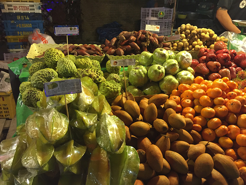 а также нойну, змеиный фрукт( сала), тамаринды и еще кучу, названий которых не знаю