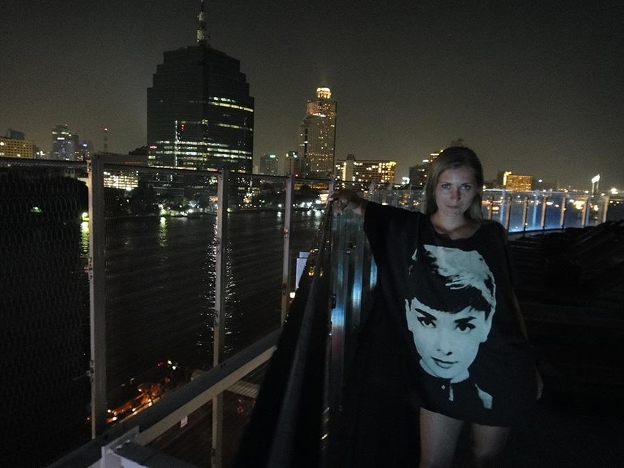 вид на весь Бангкок открывается с открытых террас в Миллениум Хилтоне