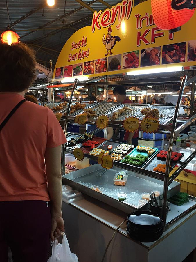 немножко фото с суши с ночного рынка