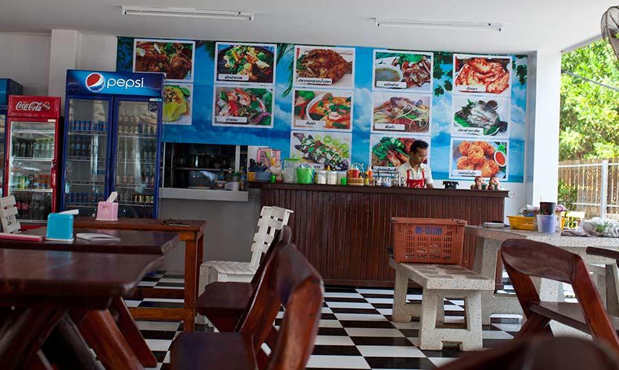 кафешки в Районге в основном Тай-стайл. Ни одного европейского обнаружить не удалось