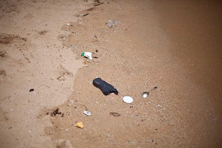 на пляже Джомтьен грязненько конечно