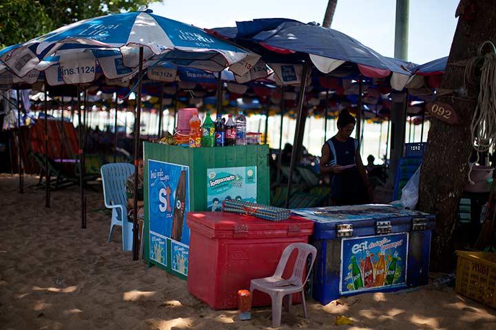 можно попить и поесть на пляже