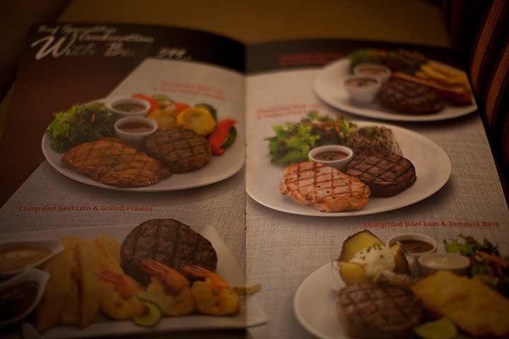 говяжие котлеты и стейки