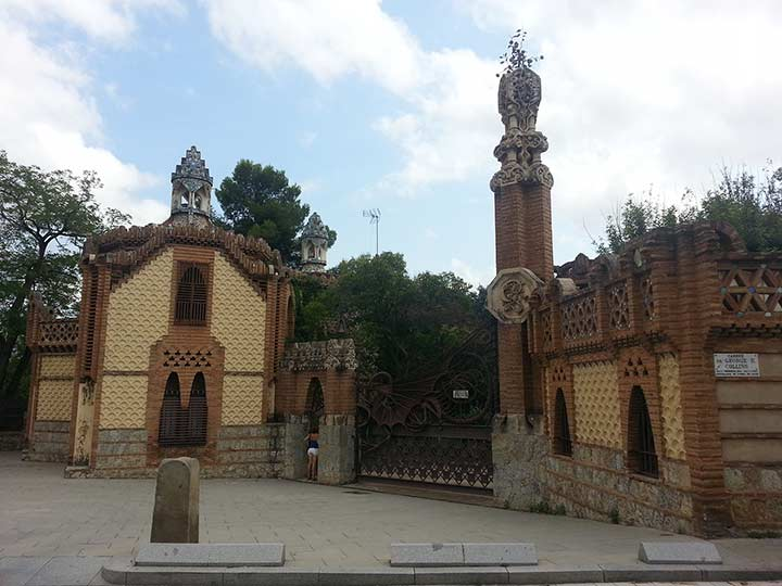 Павильоны усадьбы Гуэля в Барселоне (фото)