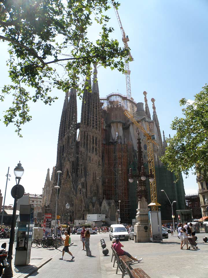 Храм Святого Семейства в Барселоне Гауди фото