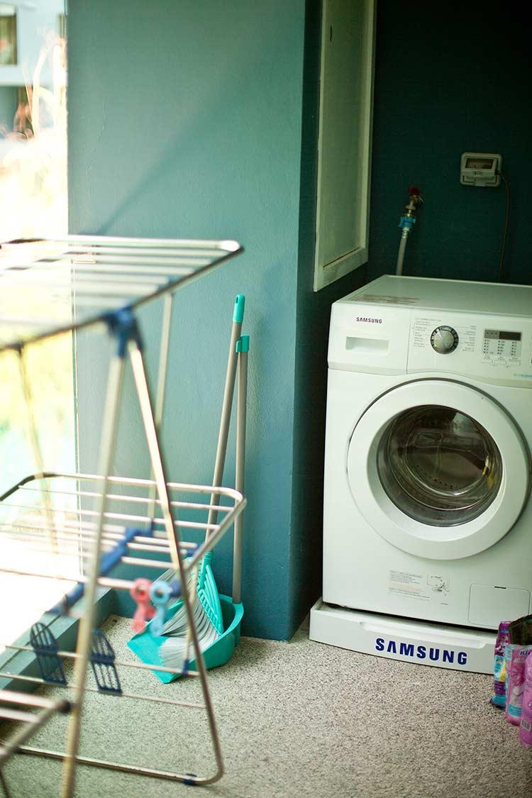 огромный плюс квартиры - стиральная машина