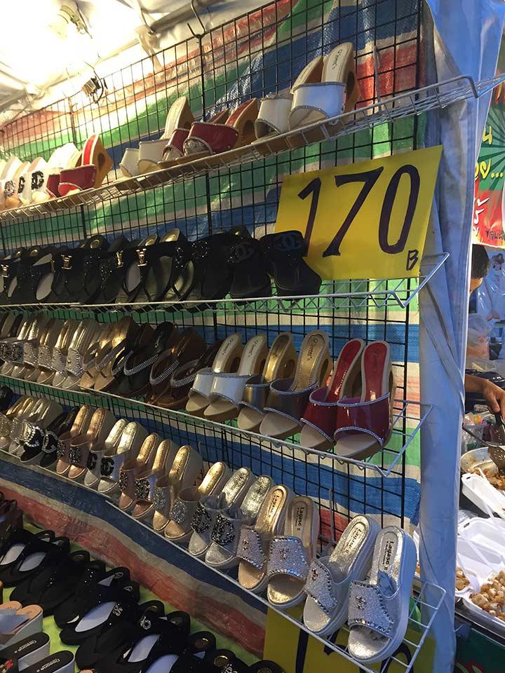 сланцы, босоножки, туфли, санадлии - все это можно купить в Паттайе от 50 бат за пару