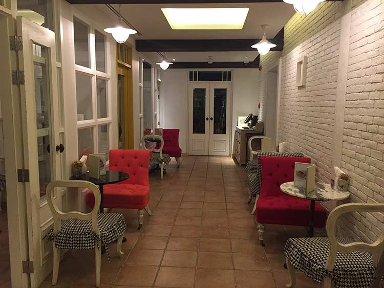 интерьер кофейни ле багетт в Паттайе