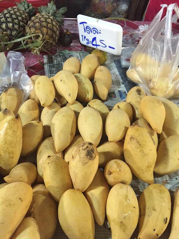 манго стоит от 30 бат за кг